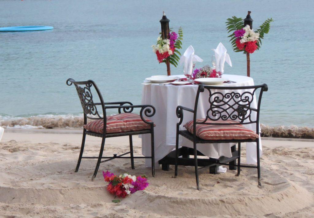 wedding beach dinner
